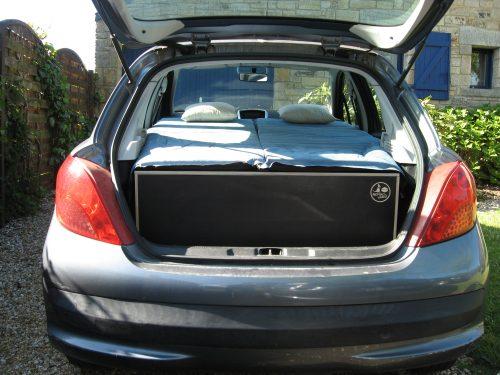 Aménagement pour installer un lit et dormir dans son véhicule : sa voiture , son fourgon, son camion par Nomad-Addict Peugeot 208
