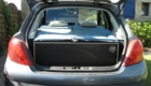 Les kit Nomad Addict permettent de transformer et aménager votre véhicule voiture ou fourgon en mini camping-car. C'est la solution idéale pour installer un lit, camper et dormir dans sa voiture ou son fourgon aménagé. Nos kits de camping pour voiture sont entièrement amovibles en quelques minutes. Le Kit Duo ici dans une Peugeot 208