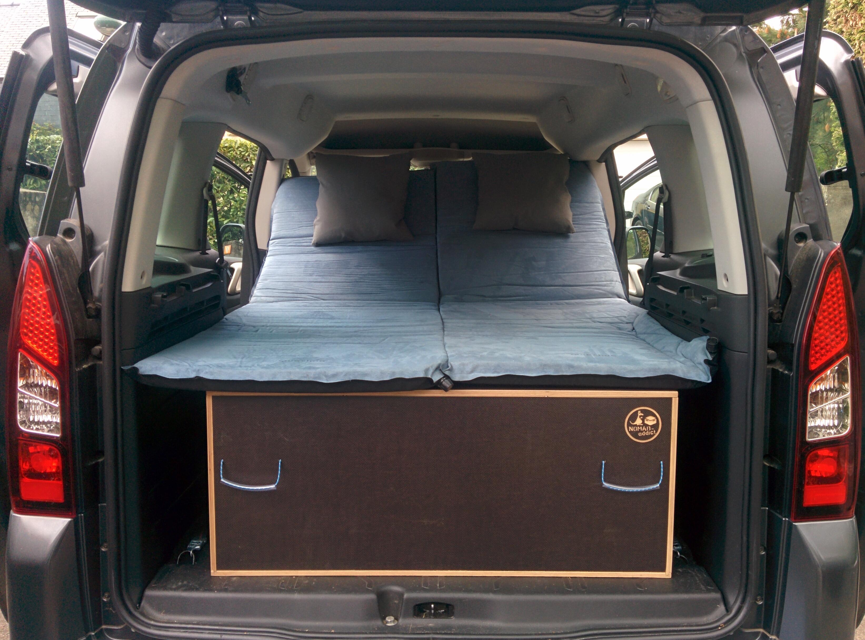 2 am nagement pour installer un lit et dormir dans son v hicule sa voiture son fourgon son. Black Bedroom Furniture Sets. Home Design Ideas