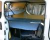Aménagement pour installer un lit et dormir dans son véhicule : sa voiture , son fourgon, son camion par Nomad-Addict : Le Kit Duo ici dans un Trafic avec un lit enfant