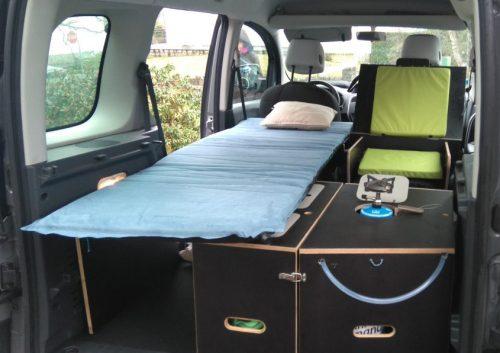 Aménagement pour installer un lit et dormir dans son véhicule : sa voiture , son fourgon, son camion par Nomad-Addict Renault Kangoo
