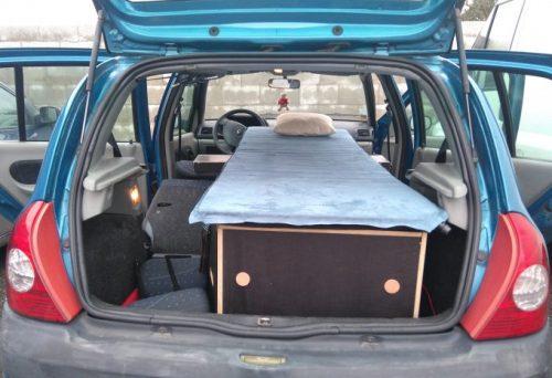 Les kit Nomad Addict permettent de transformer et aménager votre véhicule voiture ou fourgon en mini camping-car. C'est la solution idéale pour installer un lit, camper et dormir dans sa voiture ou son fourgon aménagé. Les kit Nomad Addict permettent de transformer et aménager votre véhicule voiture ou fourgon en mini camping-car. C'est la solution idéale pour installer un lit, camper et dormir dans sa voiture ou son fourgon aménagé. Nos kits de camping pour voiture sont entièrement amovibles en quelques minutes.Le Kit Solo
